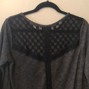 Grey & Black Lace long sleeve top!